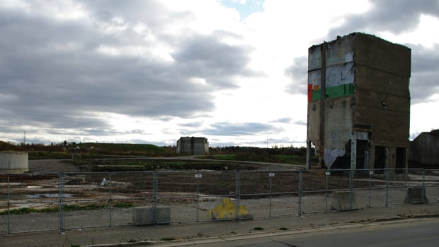A New Brunswick judge has allowed a court case to move ahead after the owners of an abandoned Bathurst mill site failed for a fourth time to show up to enter a plea on a charge of failing to clean up a mill site.