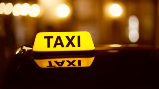 A taxi driver was dropping off a trio after a ten-minute cab ride Sunday morning when one of them flashed a gun instead of paying, according to Ridge Meadows RCMP.