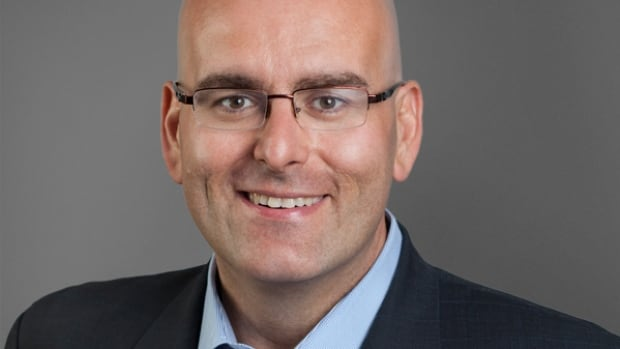 Transportation Minister Steven Del Duca says engineers are looking at a number of options to open a second lane on the Nipigon River Bridge.