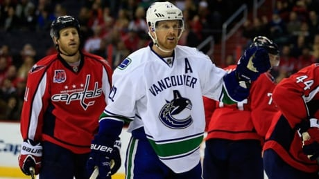 Daniel Sedin Scores 2 Goals As Canucks Edge Capitals