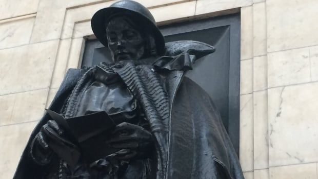 This unknown soldier statue at Paddington Station was erected to honour railway workers who died in WW1. It also served as an inspiration for a centenary commemoration project focusing on soldiers' letters.