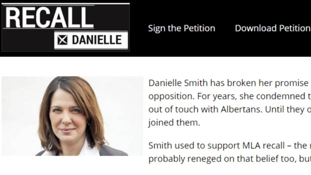 A petition aimed at forcing former Wildrose Party leader Danielle Smith to resign is being spearheaded by a couple of her constituents.