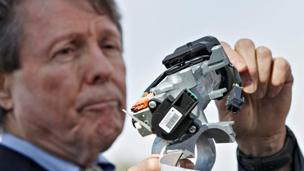 Clarence Ditlow, executive director of the Center for Auto Safety, displays a GM ignition switch. GM must go to trial in the case of a man injured when airbags did not deploy in his car, a case linked to the ignition switch defect.