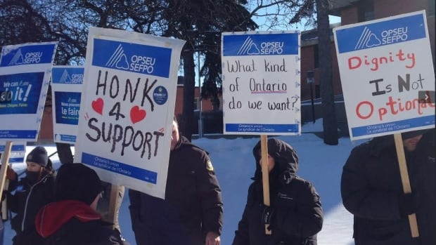 Ontario's correctional workers have given up their right to strike in the latest round of contract negotiations with the government. The Ontario Public Service Employees Union and the government reached an agreement early Saturday morning after a meeting with a mediator.