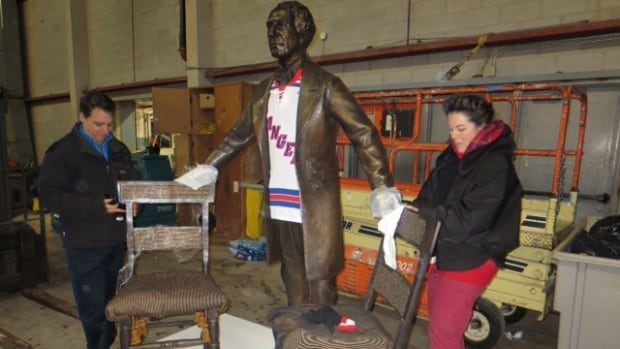 A bronze statue of Sir John A Macdonald wearing an OHL Kitchener Rangers jersey is unpacked by volunteers. The statue was unveiled as part of the 200th birthday celebrations of Canada's first Prime Minister in Kitchener, Ont.