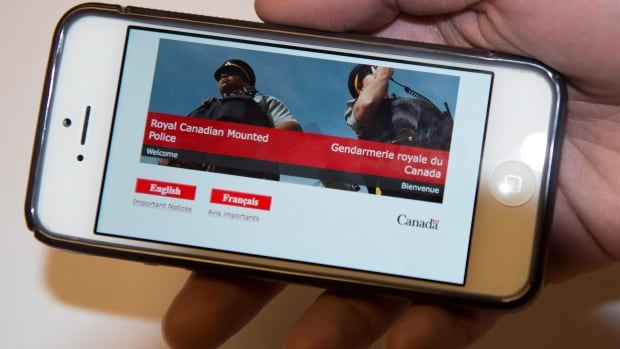 The RCMP and many other police forces are refusing to pay new fees imposed by Rogers Communications for helping track suspects through their mobile phones.