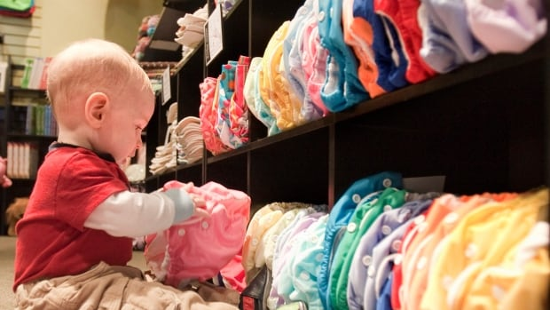 Switching to cloth diapers can save parents up to $1,000, according to Montreal's Mercier-Hochelaga-Maisonneuve borough.