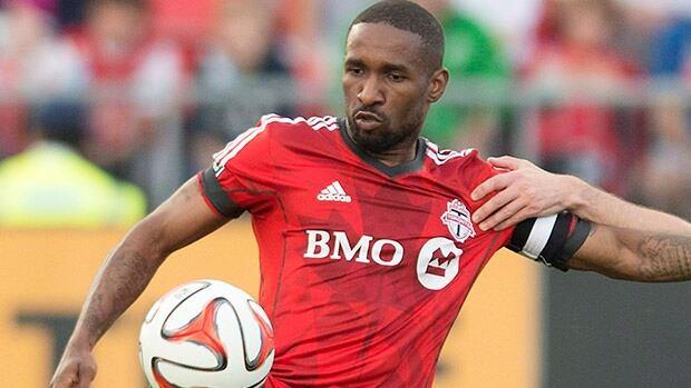 Toronto FC have sold striker Jermain Defoe to Sunderland.