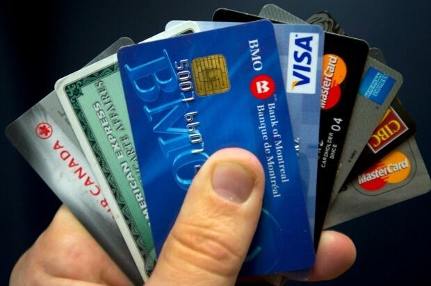 credit-cards-CANADIAN-PRESS-Ryan-Remiorz-620