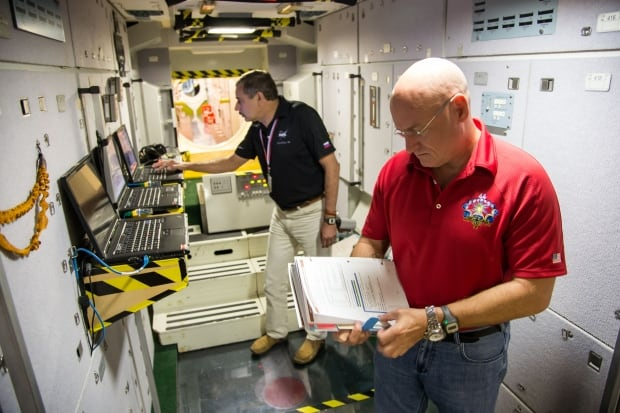 Kelly and Kornienko prepare for ISS