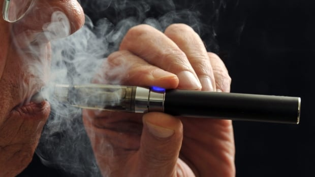 E-cigarettes could be a big help to people looking to quit smoking, says Quebec Health Minister Gaétan Barrette.