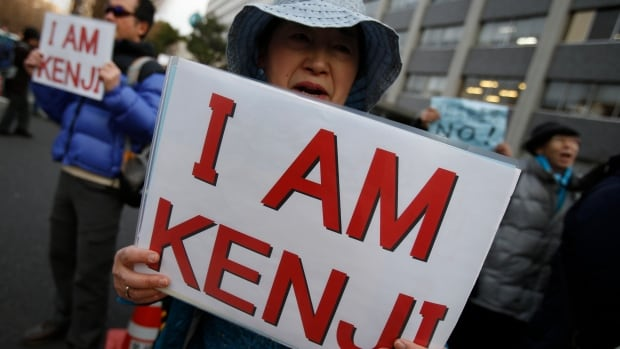 http://i.cbc.ca/1.2931401.1422267012!/fileImage/httpImage/image.jpg_gen/derivatives/16x9_620/mideast-japan-hostage-kenji-goto.jpg