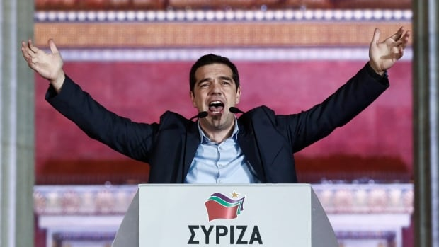 «Σήμερα, οι Έλληνες έχουν γράψει ιστορία.  Ελπίδα έχει κάνει την ιστορία, «Αλέξης Τσίπρας, ο ηγέτης της αριστερής πτέρυγας του ΣΥΡΙΖΑ κόμμα της χώρας, στους υποστηρικτές σε μια ομιλία του νίκη σε μια αίθουσα συνεδρίων στο κέντρο της Αθήνας.  μιλά στους υποστηρικτές του έξω από την έδρα του Πανεπιστημίου Αθηνών, την Κυριακή 25 Ιανουαρίου 2015.