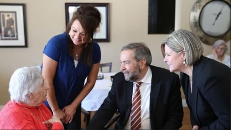 Suzanne Shaqbonquit, Tom Mulcair, Andrea Horwath