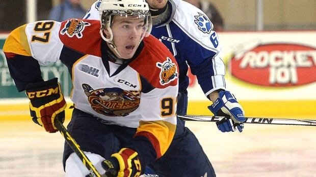 Connor McDavid set an Erie Otters record Monday afternoon in Mississauga when he scored his 30th goal in 34 games this season. The goal extended his points streak to 19 games, breaking the previous record of 18, set by former NHLer Tim Connolly in 1997-98 and matched by Rob Hisley in 2005-05.