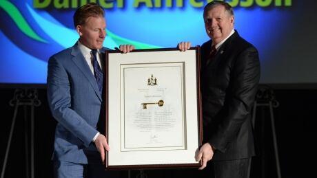 Ex-Senators Captain Daniel Alfredsson Given Key To The City
