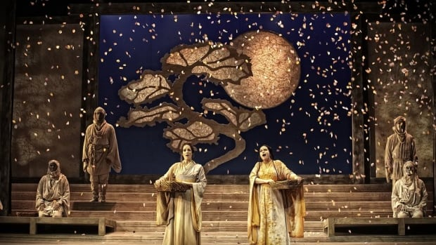 2014 Calgary Opera production of Madame Butterfly.