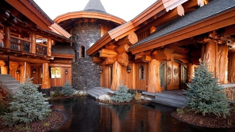 timber kings cabin in big white selling for 9 2 million british columbia cbc news. Black Bedroom Furniture Sets. Home Design Ideas
