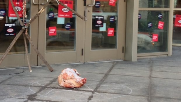 A pig head was found outside the Montreal Police Brotherhood headquarters on Friday.