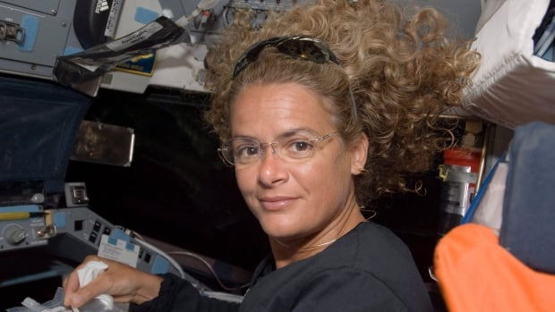 Former astronaut Julie Payette says the technology to send humans to Mars won't exist by 2025, which is the planned date for the Mars One project.