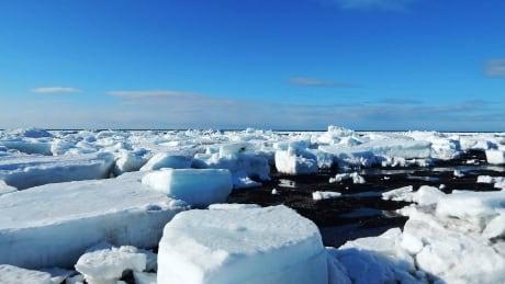Ste-Anne-des-Monts ice shelf