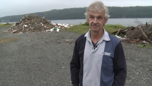 Don Dunphy, seen in a 2011 interview with CBC News, was fatally shot Sunday. Police are investigating a tweet the Newfoundland and Labrador man wrote a couple days before the shooting at his home, during a confrontation with the premier's security staff.
