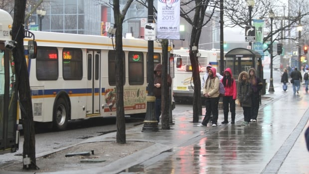 Riders waited in the rain Thursday morning for their HSR bus to come after the city and drivers reached a tentative deal, avoiding a strike.