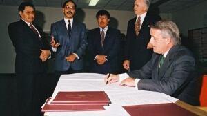 Nunavut Land Claim Agreement signing
