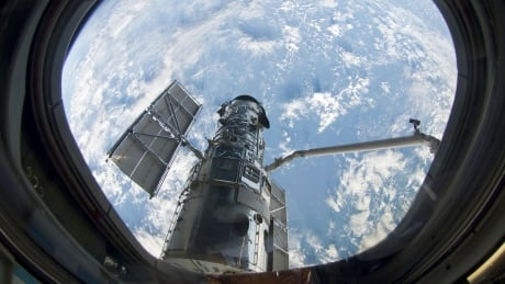 Hubble May 13 2009 space shuttle Atlantis grapple