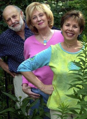 Lois Lilienstein (middle)