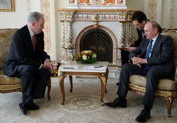 Chretien meets Putin in Russia