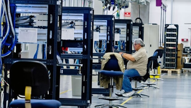 Hewlett-Packard ProLiant commercial data servers destined for cloud computing are assembled by workers. HP has said it will lay off 30,000 people in its spinoff next month.