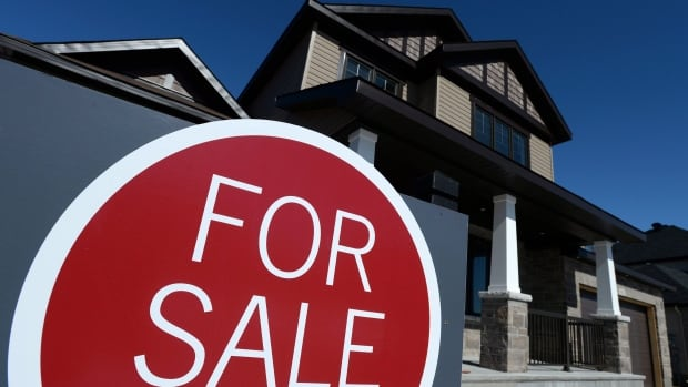Housing prices in some GTA suburbs outpaced Toronto last quarter, according to Royal LePage report.