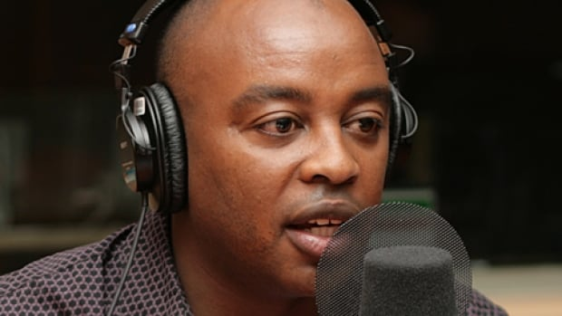François Bugingo, a Quebec freelance foreign correspondent, has contributed to outlets including 98.5 FM, La Presse, TVA, Le Devoir, Journal de Montréal and Radio-Canada. He is accused of fabricating or embellishing stories, and has been suspended indefinitely from contributing to several media outlets.
