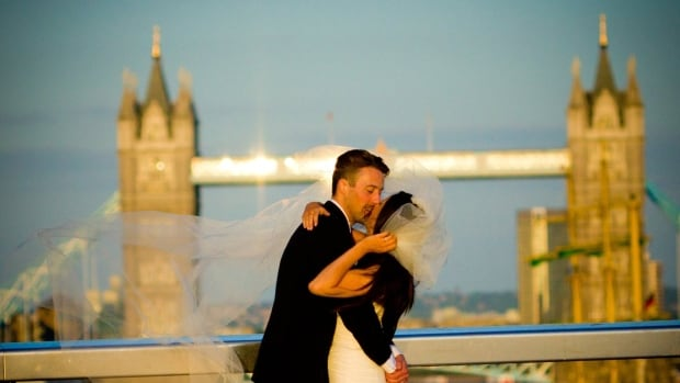 Saber Miresmailli, a B.C. amateur photographer, wants to find a newly-wedded couple who he snapped in a drive-by photo in front of Tower Bridge.