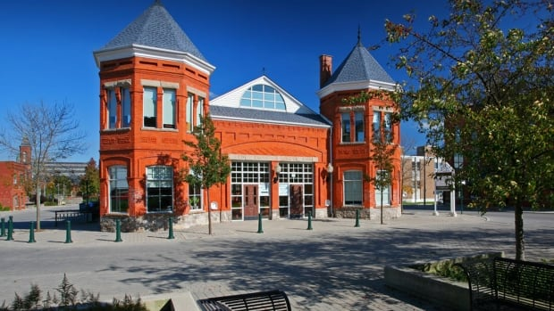 Woodstock, Ont., and Oxford County are considering a plan for the area to move to solely renewable energy by 2050.
