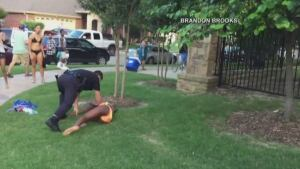 Texas-police-officer-teen-pool-gun