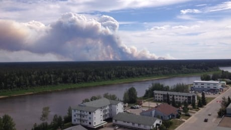 Evacuees from Paradise Valley, Patterson Road area of Hay River return home