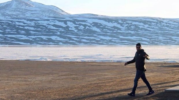 Leonardo DiCaprio passed through Qikiqtarjuaq, Nunavut, on Sunday on his way back from camping near Pond Inlet.