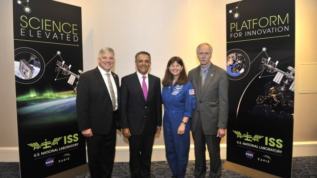 Mac professor Mehran Anvari (second from left) at the ISS Research and Development Innovation Awards.