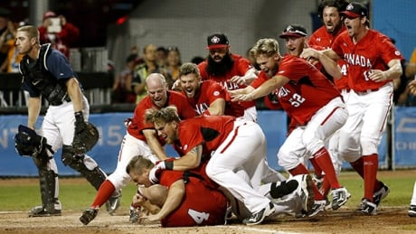 canada-baseball-celebrate-620