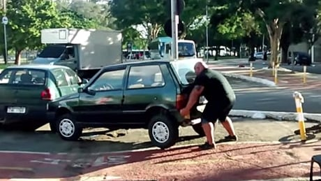 Super-strong cyclist lifts car out of bike lane with his bare hands