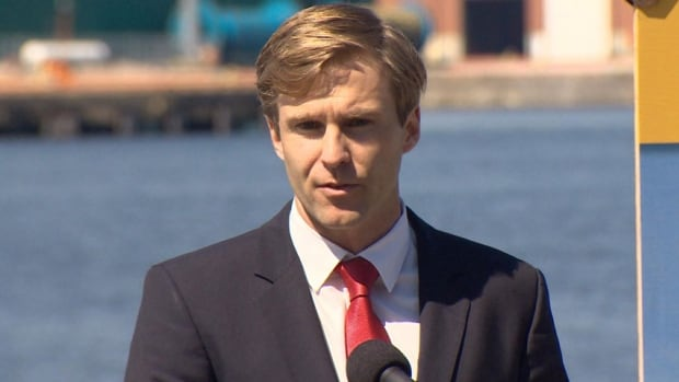 New Brunswick Premier Brian Gallant says the federal government should have changed its economic strategy rather than maintain the status quo as it went into an election campaign.