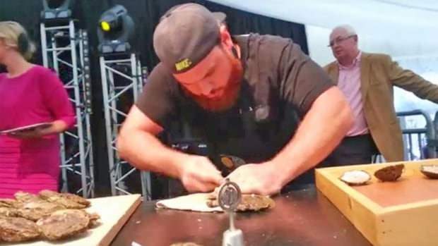 ... world oyster shucking championship in Ireland. (Rodney's Oyster House U.s. Oyster Shucking Championship
