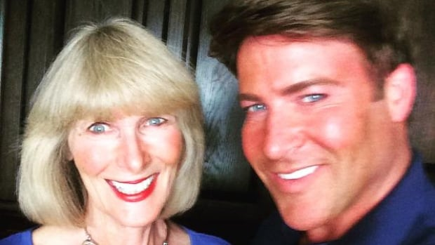 Christopher Hyndman poses for a selfie with his mother, Glenda Hyndman ...