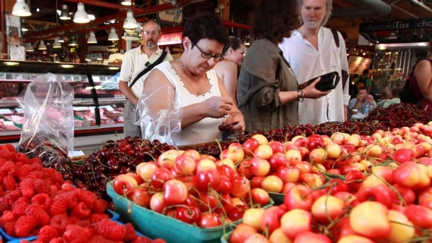 While imported produce from the U.S. gets more expensive as the loonie falls, farmers' markets are more vibrant than ever as Canadians seek out locally grown products. Don Pittis looks at the bright side of a falling loonie.