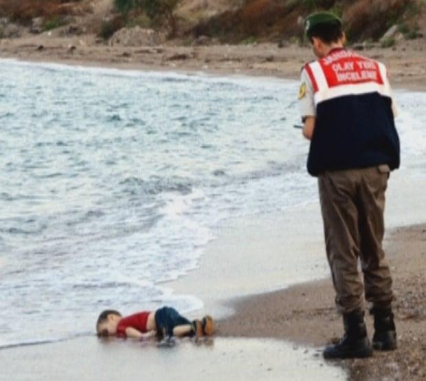 Alan Kurdi, 3, washed ashore in Turkey