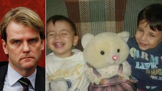 Conservative candidate and Immigration Minister Chris Alexander is taking heat online over a report that the Canadian government denied refugee status to the family of Syrian children who died off the coast of Turkey.