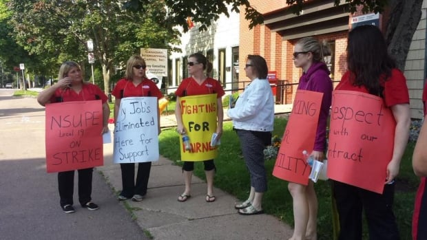 The main issue in the strike of Charlottetown Canadian Blood Services workers is the minimum number of hours employees are guaranteed to work.