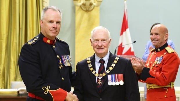 Roger Chaffin receiving the Order of Merit of the Police Forces from Governor General David Johnston.